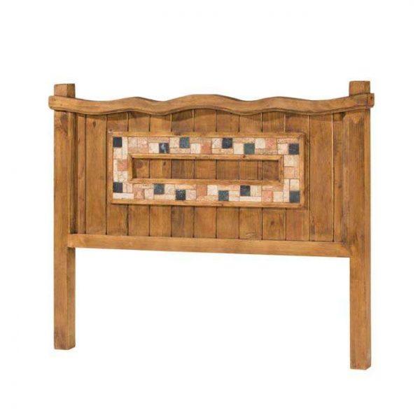 cabecero de madera rustico y marbol
