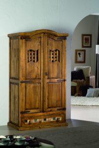 armario de madera clasico